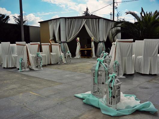 Ο μεγάλος διάδρομος μεταξύ των καθισμάτων επιτρέπει την άνετη πρόσβαση της νύφης