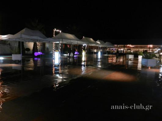 Διάδρομος στεγασμένος με πτυσσόμενες τέντες στο Anais club