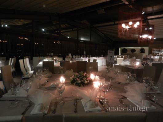 Άποψη της στολισμένης αίθουσας στο Anais club