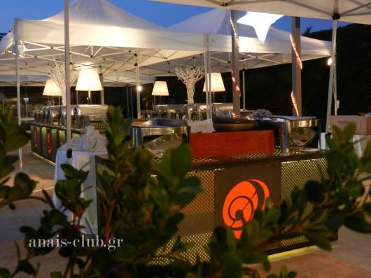 Φωτιζόμενος μεταλλικός μπουφές στο Anais club