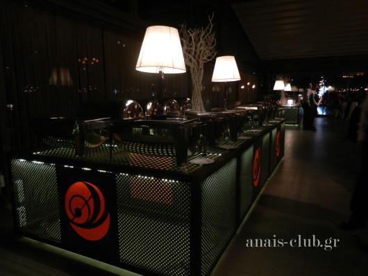 Φωτιζόμενοι μεταλλικοί μπουφέδες στο Anais club