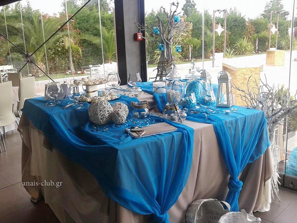 Τραπέζι ευχών, τοποθετημένο στην είσοδο της αίθουσας του Anais club