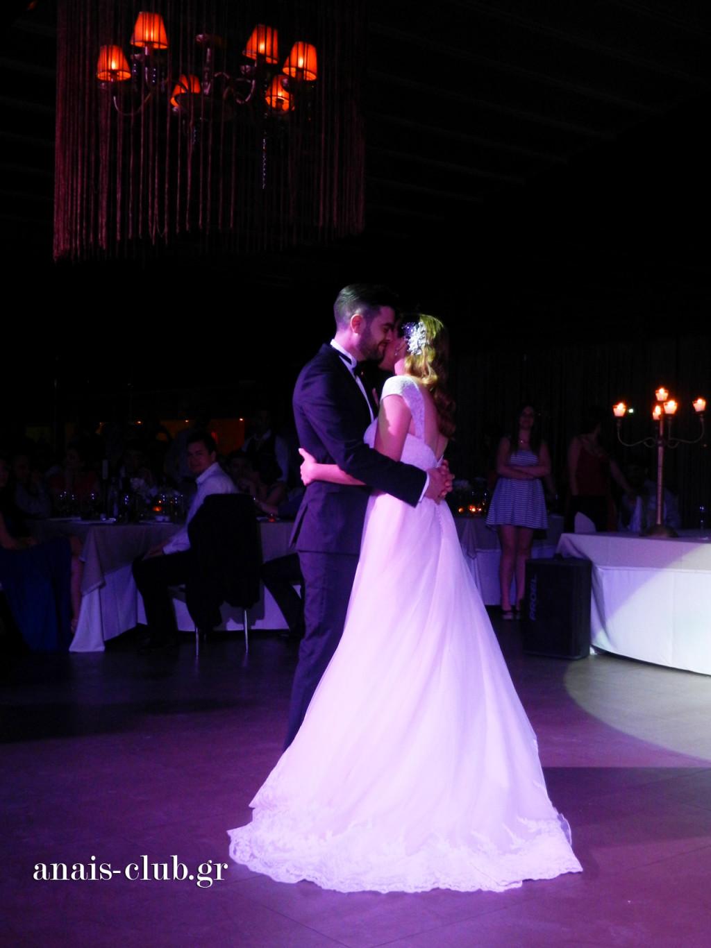 Ο πρώτος χορός του ζευγαριού έχει μεγάλη σημασία και ιδιαίτερο νόημα για κάθε ζευγάρι