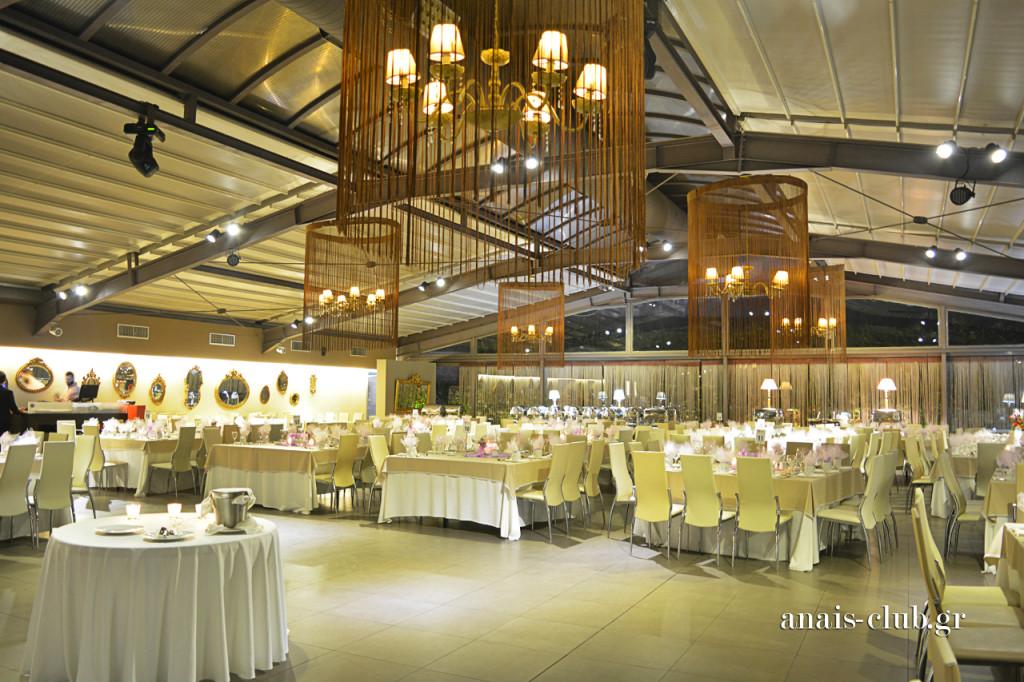 Γενική άποψη του εσωτερικού χώρου στο Anais Club, στη Βαρυμπόμπη
