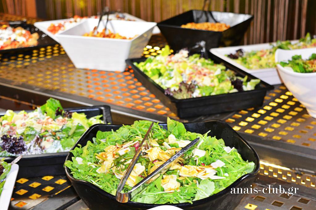 Γευστικές σαλάτες άνοιγαν τον μπουφέ και την όρεξη