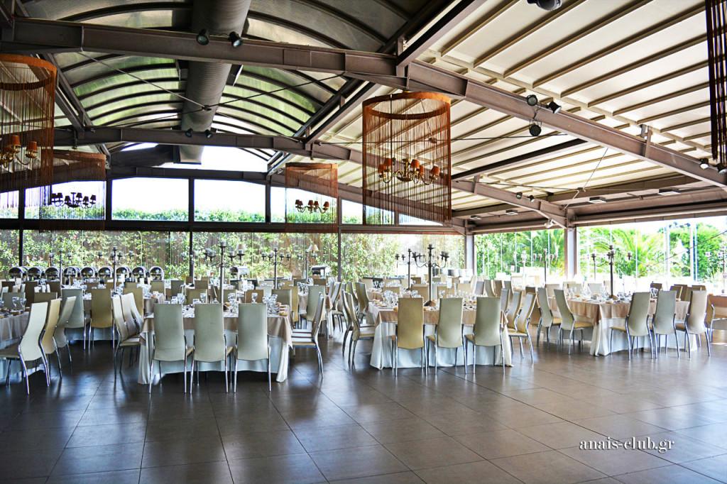 Άποψη της αίθουσας στο Anais Club, όπως διαμορφώθηκε για την Κυριακάτικη μεσημεριανή δεξίωση γάμου