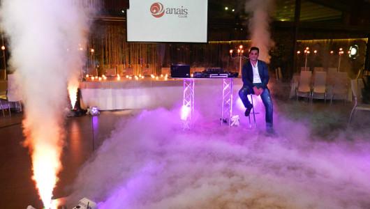 Εικόνα από το παρασκήνιο των γυρισμάτων για το βίντεο με θέμα την μουσική, τον φωτισμό και τα εφέ στη δεξίωση γάμου