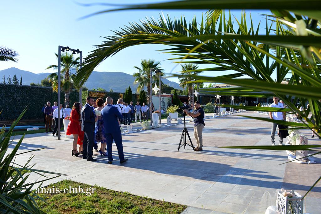 Αναμένοντας τη νύφη είναι πάντα μια καλή ευκαιρία για μερικές ωραίες πόζες με τα άλλα μέλη της οικογένειας
