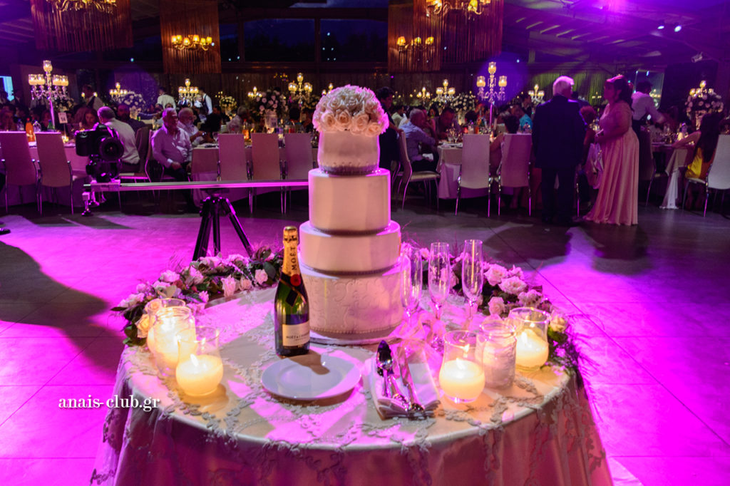Moet & Chandon champagne & wedding cake