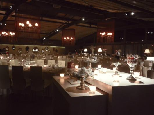 Το τραπέζι ευχών στην είσοδο και άποψη της αίθουσας