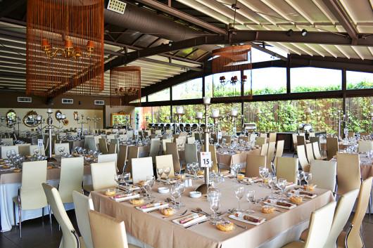 Γενική άποψη της αίθουσας στο Anais Club στη Βαρυμπόμπη