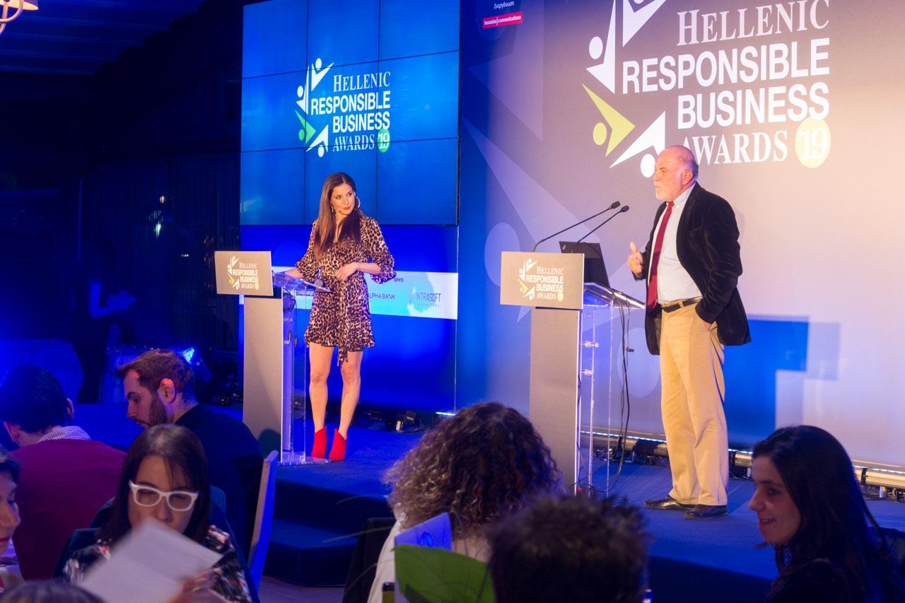 Ο κύριος Βερνίκος στα Hellenic Responsible Business Awards στο Anais Club