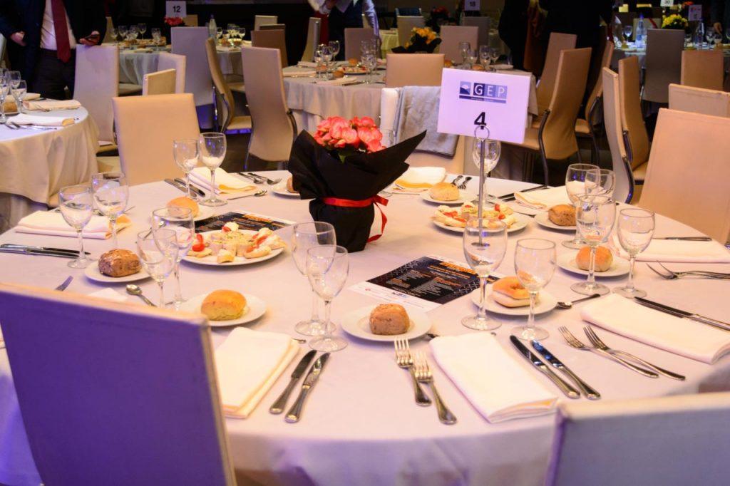 Κεντρική διακόσμηση τραπεζιών στην Απονομή βραβείων health safety awards στο Anais Club