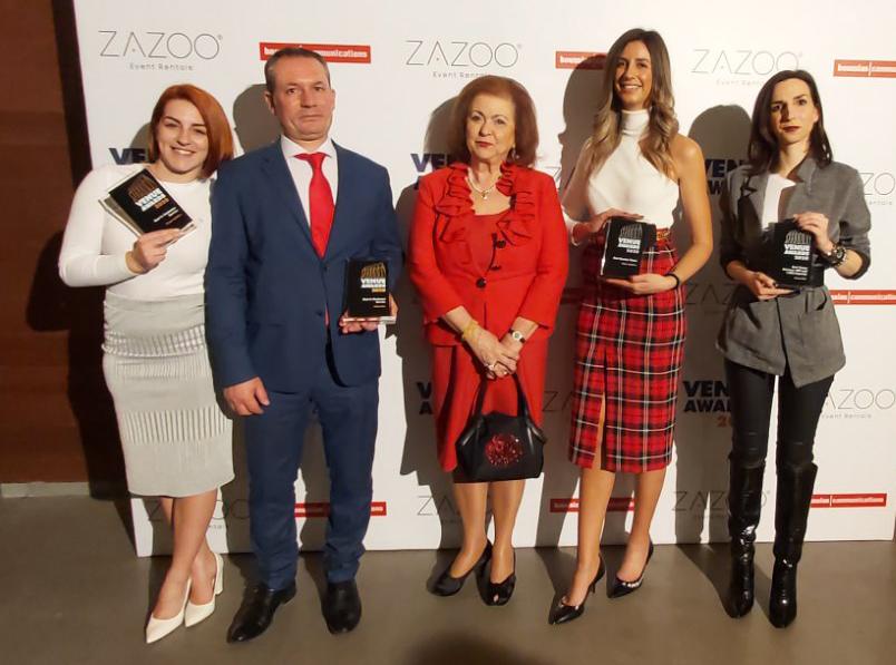 Στιγμιότυπο από τη βραδιά απονομής των Venue awards 2020 Η ομάδα του Anais club και του κτήματος Αριάδνη με την πρόεδρο της επιτροπής κ. Ζωή Λεφάκη Μπελούκα